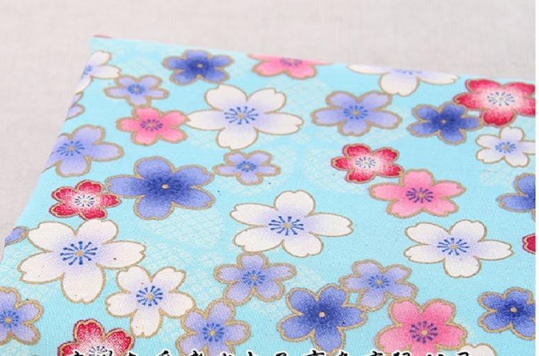 Tissus fleur de cerisier sur fond bleu japonais