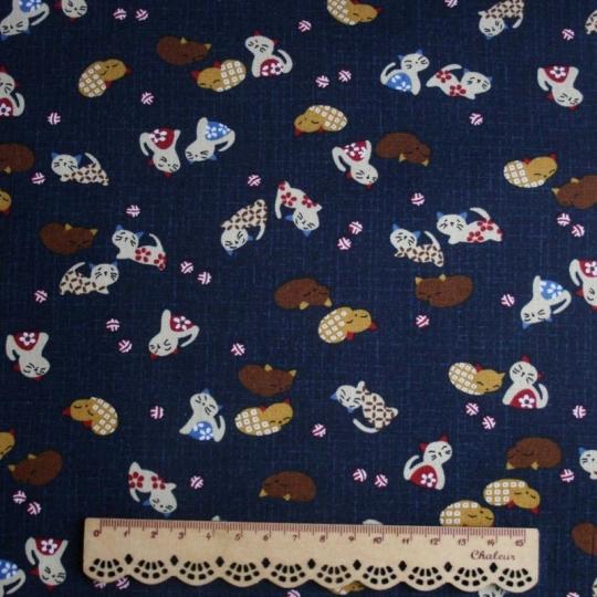Tissu japonais avec motif chat sur fond bleu avec